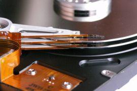 Bir hard diskin içinin görünümü